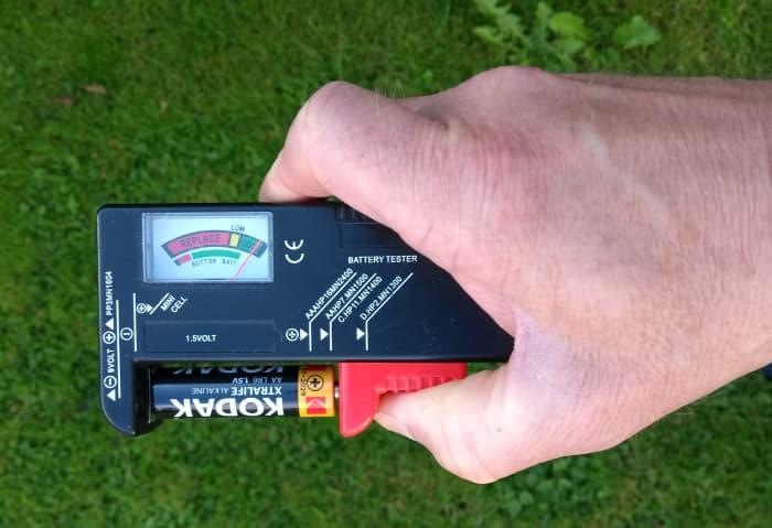 Comprobador de batería universal adecuado para pilas AA, AAA, C, D y MN1604 (PP3).